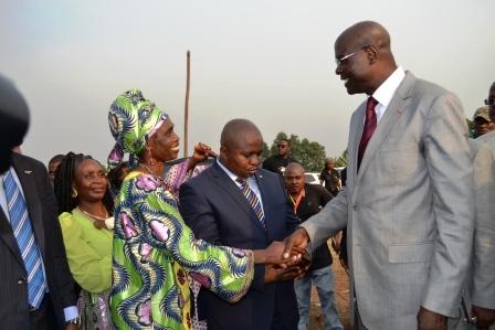 Le Ministre Adoum Garoua et Sarah ETONGUE