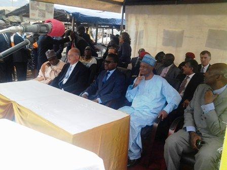 Le Ministre Camerounais de la Santé et les partenaires.