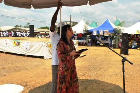 Najat Rochdi, parlant à Kye-Ossi et écoutée à Oyem et Ebibeyin