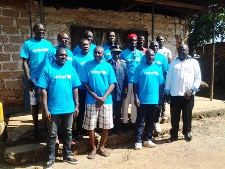 Emmanuel Oumarou au milieu des anciens Lions Indomptables