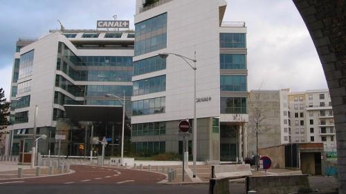 Immeuble de la chaîne de télévision Canal +. Issy Les Moulineaux le 26/12/2005. Photo Paul Delort/ Le Figaro