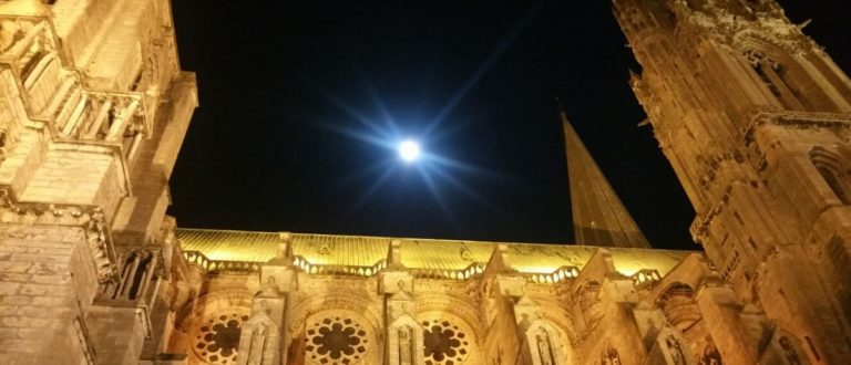Article : Pleine lune à la Cathédrale de Chartres